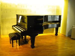 piano de doble caja